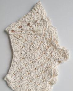 Diy Crafts - No rain = no flowers . It's time to bloom baby girl ! Crochet Pants, Crochet Romper, Crochet Baby Sandals, Crochet Skirts, Crochet Clothes, Knit Crochet, Crochet Shorts Pattern, Diy Crafts Crochet, Crochet Projects