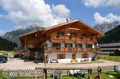 Appartamenti Cesa Ciasates Canazei Offering a garden and free bikes, Appartamenti Cesa Ciasates features apartments with a balcony and a DVD player. With free WiFi and ski storage, it is located 3 minutes' drive from the Canazei-Pecol cable car.