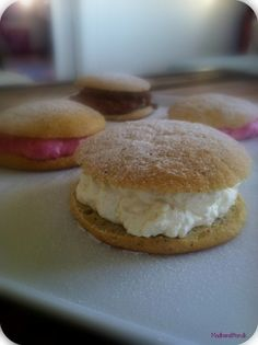 fastelavnsboller LCHF need to translate Low Carb Recipes, Healthy Recipes, Small Desserts, Tasty, Yummy Food, Paleo Sweets, Lchf, Superfood, Food Inspiration