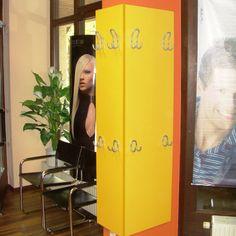 #Friseur Salon, Garderobe in gelber #Dekorplatte