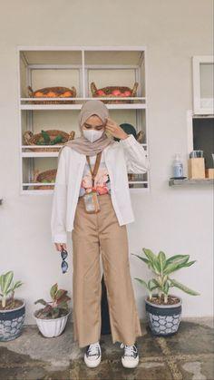 Modern Hijab Fashion, Street Hijab Fashion, Korean Girl Fashion, Hijab Fashion Inspiration, Muslim Fashion, Ootd Fashion, Fashion Outfits, Casual Hijab Outfit, Ootd Hijab