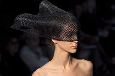 Ugh. How cool would this be, Jen with a black-accented gown!!!  Armani-Wedding_headpiece.jpg (620×415)