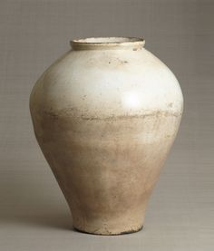 Porcelain jar, 17-18th century, Korea