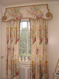 french pelmet | Chintz and pagodas! That is definitely trim, and lots of it.