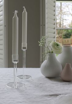 These gorgeous glass candlesticks are perfect for your Easter table. Made from lightweight glass with a simple Scandinavian design, the transparency will ensure your guests can still see each other across the table whilst giving the ambient light height. A simple yet elegant way to improve your table styling. #easterstyling #tablestyling
