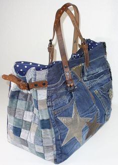 New Absolutely Free Bag Trend Description Reisebegleit . Suggestions I enjoy Jeans ! And much more I love to sew my very own Jeans. Next Jeans Sew Along I am planning Denim Tote Bags, Denim Purse, Patchwork Bags, Quilted Bag, Bag Quilt, Jean Purses, Bags 2017, Denim Crafts, Waterproof Hiking Boots