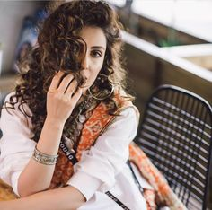 Ayeza Khan is constantly keeping herself busy, she loves doing photo shoots and is equally passionate about her acting career. Ayeza Khan has the perfect featur Pakistani Models, Pakistani Actress, Pakistan Bride, Bridal Makeover, Afghan Dresses, Ayeza Khan, Girls Dpz, Style And Grace, Bridal Looks