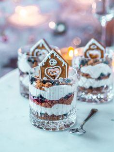 Piparkakkutrifle - joulun nopein jälkiruoka | Annin Uunissa Sweet And Salty, Finding Peace, Xmas, Pure Products, Baking, Desserts, Christmas Recipes, Snow Globes, Food