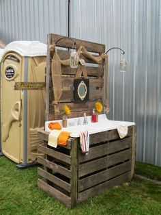 Migonis Home: Rustic Charm - less the porta potty Outdoor Sinks, Outdoor Bathrooms, Rustic Bathrooms, Wedding Guest Book, Farm Wedding, Rustic Wedding, Field Wedding, Wedding Table, Wedding Bathroom