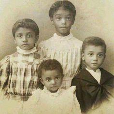 God Bless The Child. Vintage Family Photos, Vintage Pictures, Vintage Photographs, Antique Photos, Sibling Photography, Funny Photography, Photography Outfits, Abstract Photography, Black Photography