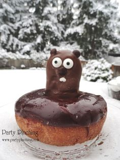 Chocolate donut with Nutter butter dipped in chocolate . Use chocolate morsels for eyes , nose & ears .Using a toothpick dot chocolate on white of eyes ,dot white chocolate for teeth . Chocolate Morsels, Chocolate Donuts, Chocolate Dipped, White Chocolate, Groundhog Day, Best Christmas Recipes, Holiday Recipes, Cute Food, Good Food