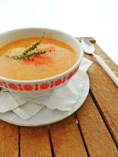 Zuppa di patate e carote Cheeseburger Chowder, Soup, Ethnic Recipes, Kitchen, Cooking, Kitchens, Soups, Cuisine, Cucina