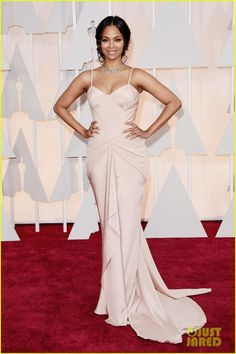 zoe saldana oscars 2015 03 Zoe Saldana looks absolutely flawless while walking the red carpet at the 2015 Academy Awards held at the Dolby Theatre on Sunday (February 22) in Hollywood.   …
