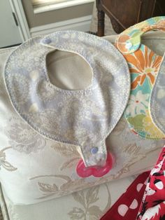 Binky Bib/Elastic Bib Patterns (FREE): patt link on page