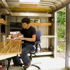 The mobile office in a trailer Office Pods, Tiny Office, Car Office, Office Hacks, Office Ideas, Cargo Trailers, Utility Trailer, Work Trailer, Trailer Sales