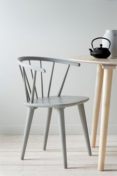 Ellos Home Stol Jolina - Grå - Møbler - Homeroom. Cute Desk Chair, Dining Chairs, Dining Table, Desk Chairs, Overstuffed Chairs, Swivel Rocker Recliner Chair, Nordic Home, Egg Chair, Wishbone Chair