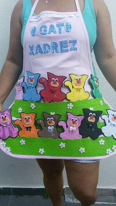 Avental de Histórias Era uma vez um gato Xadrez Storybook Crafts, Layers Design, Nice To Meet, Mini Books, Crafts To Make, Kids Girls, Storytelling, Activities For Kids, Apron