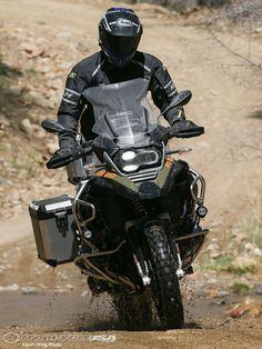 Watch MotoUSA take the redesigned 2014 BMW Adventure for a spin during the North American press introduction in the 2014 BMW Adventur. Bmw Motorbikes, Bmw Motorcycles, Scooters, Trail Motorcycle, Off Road Experience, Rallye Raid, American Press, Super Bikes, Bike Life