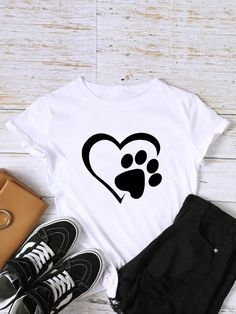 To find out about the Footprint And Heart Print Tee at SHEIN, part of our latest T-Shirts ready to shop online today! Design T Shirt, Shirt Designs, T Shirt Painting, Latest T Shirt, Heart Print, Printed Tees, Direct To Garment Printer, Cute Shirts, Types Of Sleeves