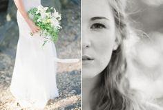 Buquês de noiva que fogem dos formatos tradicionais. As flores são arranjadas de forma mais solta e, na maioria das vezes, o arranjo inclui folhagem. Na foto: Lírios brancos e avenca.
