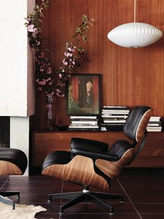 Explore the modern Eames Lounge Chair and Ottoman designed by Charles and Ray Eames for Herman Miller, one of the most significant designs of the century. Rooms Decoration, Decoration Design, Room Decor, Ottoman Design, Lounge Chair Design, Eames Chairs, Room Chairs, Bag Chairs, Lounge Chairs