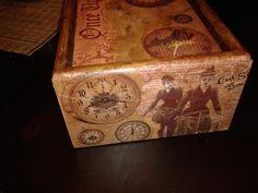 παλιο ξυλινο κουτι με τεχνική ντεκουπαζ