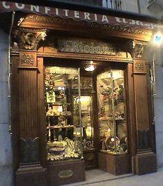 Confitería El RIOJANO  (C/Mayor 10) en Madrid.  Fundada en 1855 por el pastelero personal de la  reina Maria Cristina de Hasburgo