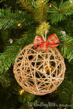 17 Amazing DIY Rustic Christmas Ornaments 17 Amazing DIY Rustic Christmas Ornaments<br> Add a personal touch to your tree this year with these homemade Christmas ornaments. Rustic Christmas Ornaments, Diy Christmas Gifts, Christmas Projects, Handmade Christmas, Diy Ornaments, Homemade Christmas Tree Decorations, Burlap Christmas, Country Christmas, Christmas Christmas