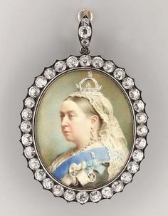 Miniature Portrait of Queen Victoria pained in 1890 by Henry Charles Heath artist painter Queen Victoria Family, Queen Victoria Prince Albert, Victoria And Albert, Lady Diana, Reine Victoria, Order Of The Garter, Royal Jewelry, Gold Jewelry, Jewellery