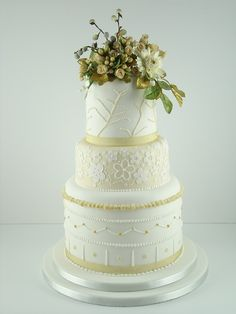 Cream and gold wedding cake with sugar flowers (roses, hypericum berries, rose leaves)