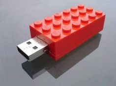 Upcycle Us: Upcycling a Lego brick into a USB key