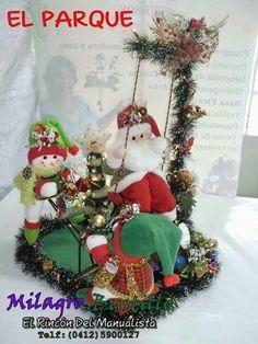 Trio Christmas Wreaths, Christmas Crafts, Christmas Decorations, Holiday Decor, Home Decor, Diy And Crafts, Fabric Dolls, Home Decorations, Holiday Ornaments