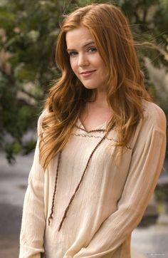 Laire's older sister, Kyrstina