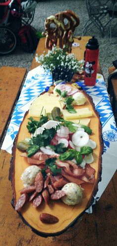 Brotzeit is! Yorxs is going to the oktoberfest too, of couse Oktoberfest Party, Brunch, Party Buffet, Food Buffet, Snacks Für Party, Pain, Finger Foods, Food And Drink, Appetizers