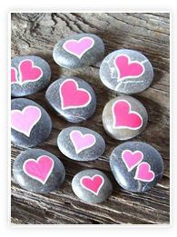 Jolis petits galets coeur à déposer partout - Bricolage fête des mères Piedra hermosa caída de corazón por todas partes - Día de la Madre DIY Stone Crafts, Rock Crafts, Arts And Crafts, Diy Crafts, Pebble Painting, Pebble Art, Stone Painting, Rock Painting, Pebble Stone