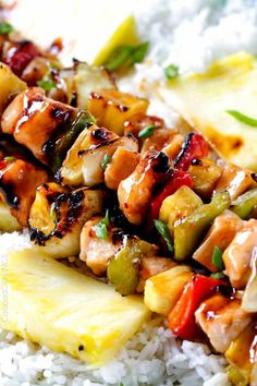 chicken kabob marinade Grilled Hawaiian Chicken Kabobs - this is my new favorite grill recipe! the chicken is so juicy and flavorful and the sweet and sour Hawaiian Sauce (that doubles as a marinade) is out of this world! Chicken Kabob Marinade, Pork Kabobs, Sausage Kabobs, Grilled Chicken Kabobs, Chicken Kabob Recipes, Shish Kabobs, Kebab Recipes, Grilled Meat, Grilling Recipes
