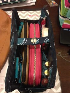 Stay organized & change your purse in a snap with our Thirty-one Gifts Swap-It Pocket.
