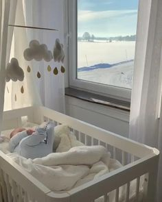 Lovely crib and baby # Braids videos for sports Beautiful baby bedding Cute Little Baby, Cute Baby Girl, Mom And Baby, Cute Babies, Girly Girl, Cute Baby Videos, Cute Baby Photos, Baby Pictures, Couple Ulzzang
