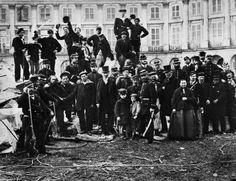 """""""Chaque jeune qui rejoint les rangs des révolutionnaires doit garder à l'esprit la vaillance des Louise Michel, des Frankel, des Varlin d'une part, mais surtout des ouvriers anonymes qui ont combattu sur les barricades pour l'émancipation de leur classe. Il doit connaître et comprendre la haine de la bourgeoisie pour la Commune. Sans cela, nous ne pourrons jamais vaincre.  Alors le plus grand hommage à rendre aux Communards, c'est d'apprendre de leurs luttes et de continuer leur combat."""" LO"""