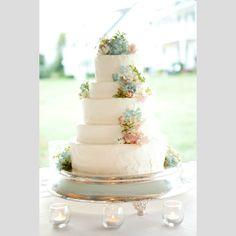 Casamento em tons pastel. #casamento #inspiracao #ideias #pastel #flores #bolodosnoivos
