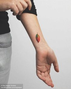 Leaf in four seasons by Rey Jasper tattooed on the left wrist Wrist Tattoos For Guys, Small Wrist Tattoos, Tattoos For Women Small, Fall Leaves Drawing, Leaf Drawing, Small Nature Tattoo, Nature Tattoos, Leaf Tattoos, Explore Tattoo