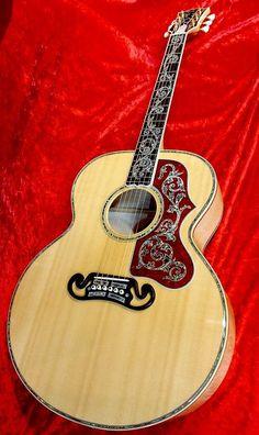 Gibson SJ-200 Custom Double Vine (2012) : AAA Grade Spruce top, Flamed Maple back & sides