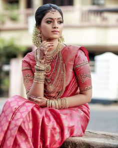 Real Brides Style-Get Inspired From Real Bride s Shot by bells photography Red Saree Wedding, South Indian Wedding Saree, Indian Bridal Sarees, Wedding Silk Saree, Indian Bridal Outfits, Indian Bridal Fashion, Indian Bridal Wear, South Indian Bride, Indian Beauty Saree