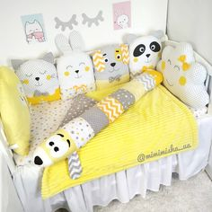 Crib beds, pillows for baby, crib bumpers Baby Crib Bumpers, Baby Crib Bedding, Baby Bedroom, Baby Room Decor, Baby Cribs, Crib Pillows, Kit Bebe, Easy Baby Blanket, Baby Girl Pictures
