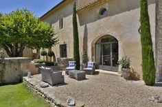 Découvrez tous les biens immobiliers les plus luxueux dans le Luberon et dans le sud est de la France : propriétés , mas et villas de luxe en locations - Tout l'immobilier de luxe avec Provence Luberon Sotheby's Realty