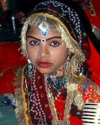 Daroga, Hindu in India Population 994,000 Christian 0.00% Evangelical 0.00% Largest Religion Hinduism (100.0%) Main Language Hindi
