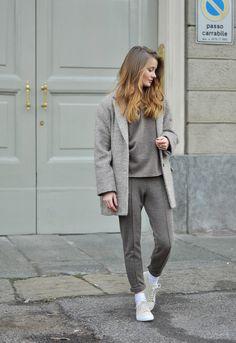 BEIGE TRACKSUIT: PATINESS
