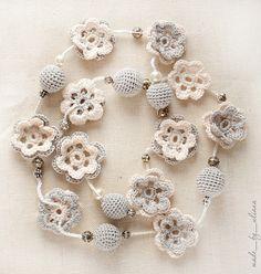 Che belle queste collane realizzate con la tecnica dell'uncinetto. Vere e proprie delizie per gli occhi. www.tumbrl.com www.lifech...