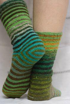 but how do you do 'toe-up' socks with a 'short row heel'? i feel a learning curve coming on. Loom Knitting, Knitting Socks, Free Knitting, Knit Socks, Patterned Socks, Striped Socks, Crochet Slippers, Knit Crochet, Crochet Granny