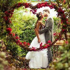 Lembre-se: cada detalhe do seu casamento é importante e faz toda a diferença!  ♥ instagram.com/inspiremulher  facebook.com/inspiremulher #inspiremulher #casamento #casamentoaoarlivre #weeding #decoracaocasamento #bride #casamentorustico #inspiracao